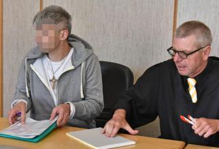 Angeklagter Matthias S. und Rechtsanwalt Klaus W. Spiegel gestern vor dem Landgericht. Bild: imago stock&people (imago stock&people)